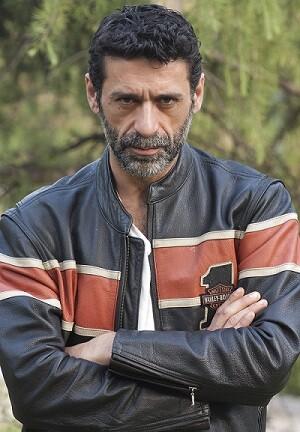 Fresneda es conocido por el gran público por sus papeles en series televisivas.