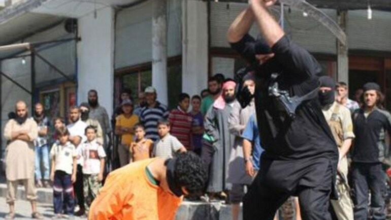 ISIS volvió a decapitar ejecutó a dos prisioneros  (6)