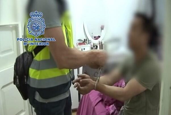 La Policía detiene a 89 personas y desarticula una organización  dedicada al tráfico ilegal de seres humanos.
