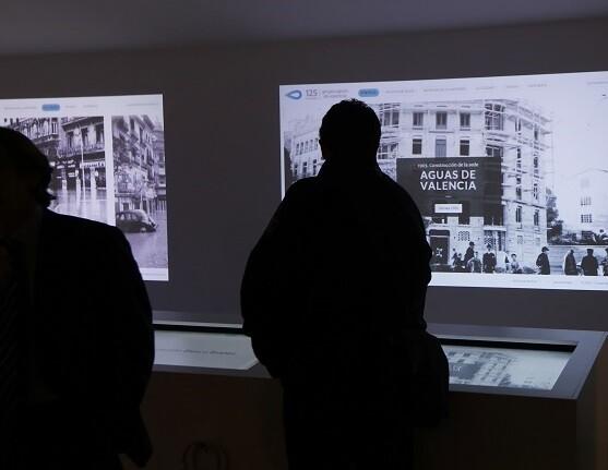 La exposición ofrece el testimonio de empleados de la empresa ya jubilados que exponen cómo era el trabajo años atrás. (Foto-Manuel Molines).
