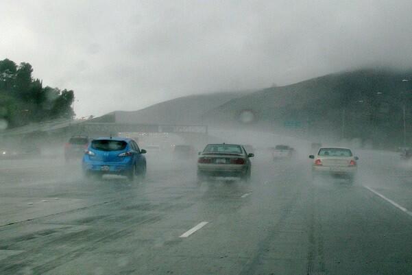La lluvia, enemigo al volante.
