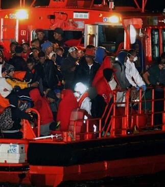La mayoría del centenar de inmigrantes son de origen marroquí y todos se encontraban en buen estado de salud.
