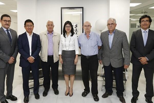 Layhoon Chan se reunió con representantes de la Agrupació de Penyes y la Asociación del Pequeño accionista.