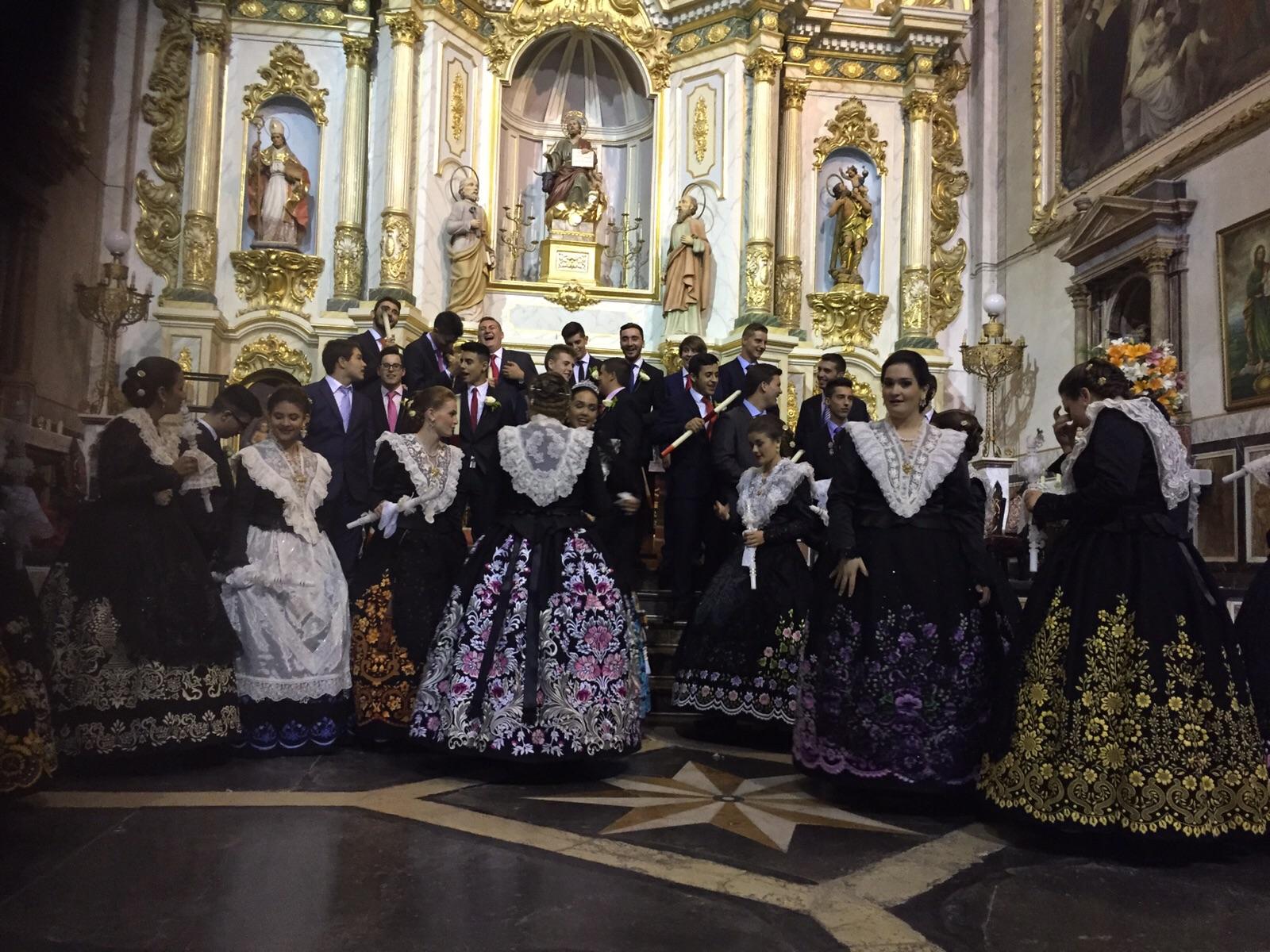 Los chicos y chicas de la Vendimia antes de comenzar la procesión en honor a San Lucas