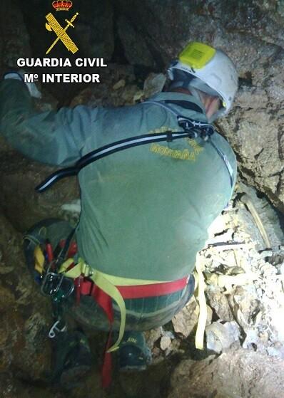 Los restos óseos fueron encontrados a más de 50 metros de profundidad.