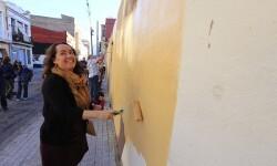 los vecinos del Cabanyal cambian las pintruas de los muros de los solares del Cabanyal.  calle Francisco Eiximenis 38.