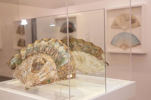 Más de 10.000 personas han visitado en el MUBAG la exposición de abanicos clausurada esta semana.