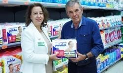 foto para prensa de Amparo Bondia (Mercadona) y Jaime Serra (director banco de alimentos de Valencia), por la colaboracion de ambas en proxima recogida de alimentos en tiendas de Mercadona de Valencia capital y alrededores.