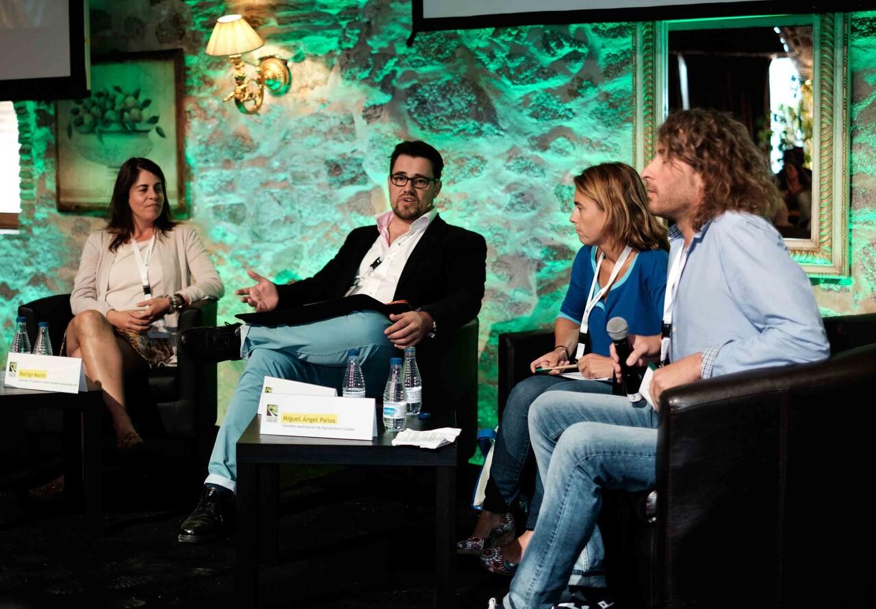 """Mesa redonda """"Empresarios reinventados"""". Fuente: Escapadarural.com"""