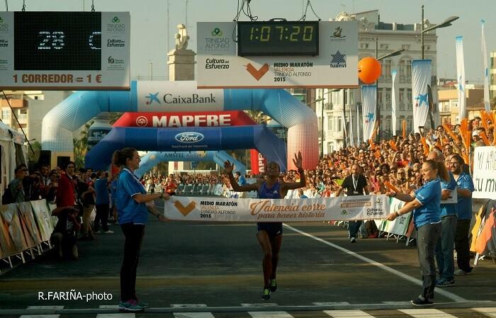 Metsate Gudita Kebede ganadora del Medio Maratón con un tiempo récord.