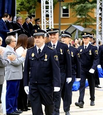 Miembros de la Policía Local con sus medallas.