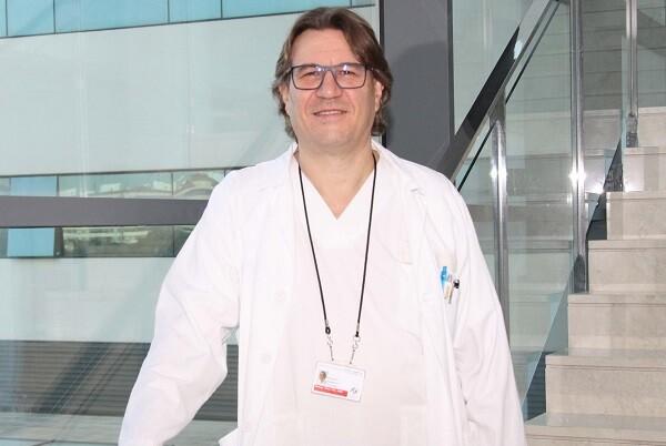 Miquel Baquero recibe el premio 'Alzheimer Solidarios Valencia' de manos de AFAV.