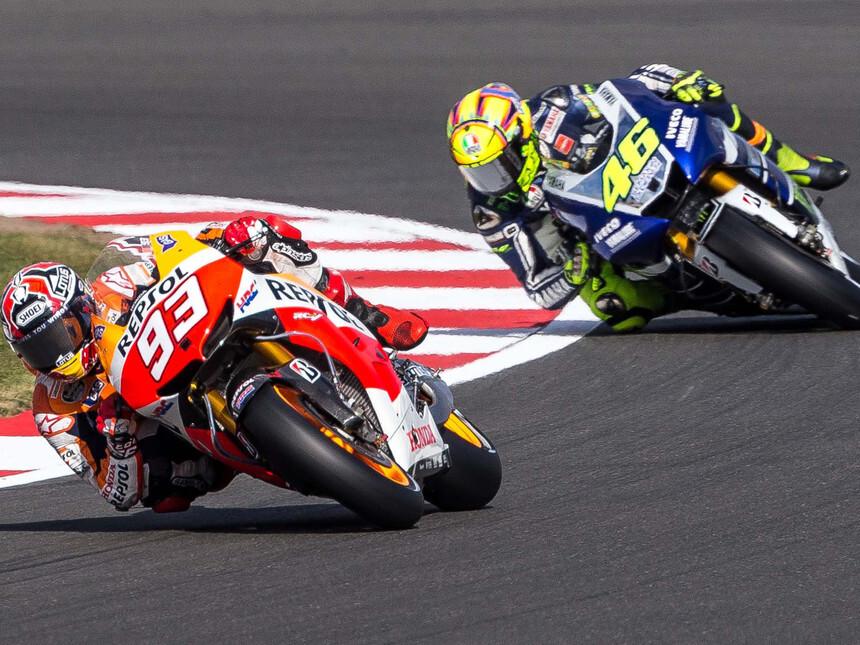 MotoGP-Marc-Marquez-y-Valentino-Rossi-compiten-sobre-el-asfalto (1)