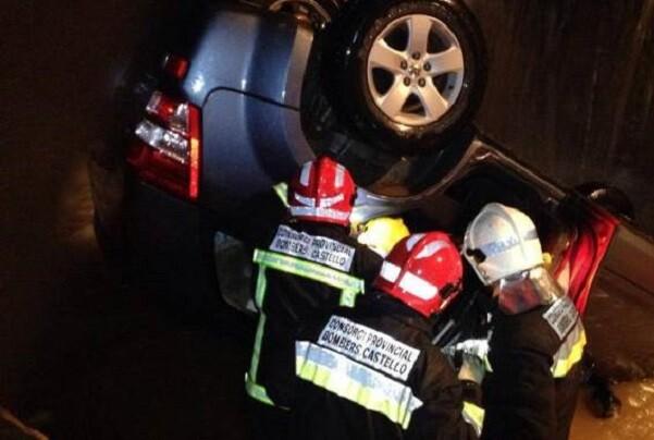 Muere un hombre al volcar su vehículo tras salirse de la vía en Vinaròs.