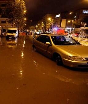 Numerosas carreteras secundarias del sector estaban cortadas en las inmediaciones de Cannes.