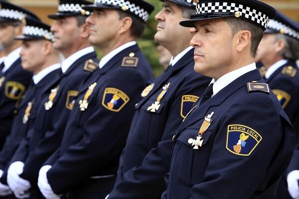 Dia de la Policia Local, el Alcalde Ribo, entrega de medallas. *** Local Caption *** Policia local