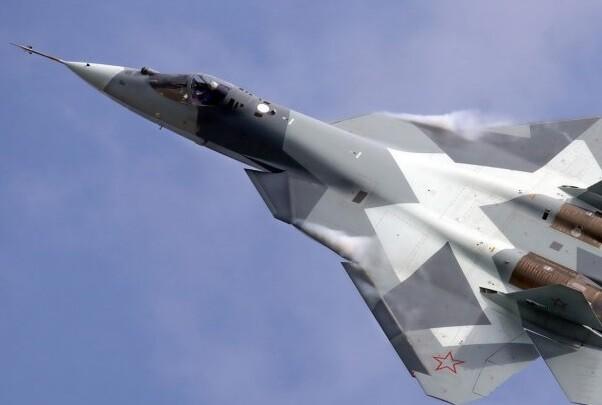 Rusia atacó Raqqa asegurando que destruyó un puesto de mando del Estado Islámico.