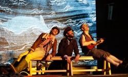 Sala Russafa estrena 'Moby Dick' transformando su espacio en una océano lleno de misterios.