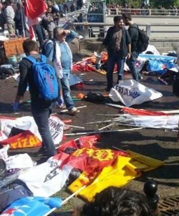 Según indican desde el Gobierno turco, todo apunta a que el atentado fue originado por terroristas suicidas.