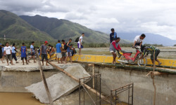 In this picture shows stranded motorists cross the damage bridge in the aftermath of typhoon Koppu that hit Lour town, Nueva Ecija province, Monday, October 19, 2015. Typhoon Koppu smashed in the Northern Philippines causing widespread damages to properties and crops as well displacing thousands of people. ÊÊ