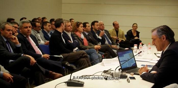 Un momento del la ponencia de Francisco Bartual.