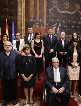 Ximo Puig rodeado por las personalidades distinguidas este año.