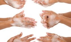 lavado-manos-niños-en-grupo