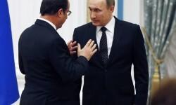 MOS76 - MOSCÚ (RUSIA), 26/11/2015.- El presidente ruso, Vladimir Putin (d), y su homólogo francés, Francois Hollande, hablan hoy, jueves 26 de noviembre de 2015, a una conferencia de prensa después de su encuentro en el Kremlin, en Moscú (Rusia). Hollande llegó a Moscú para discutir su coodinación para combatir la formación del llamado Estado Islámico en Siria. EFE/SERGEI CHIRIKOV