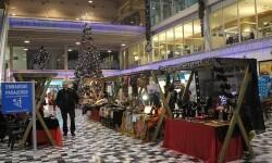 Baleària Port inicia en Dénia su programación navideña con la inauguración de la pista de patinaje.