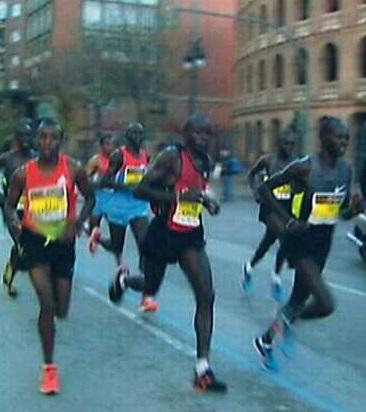 Cuatro corredores masculinos acreditan tiempos iguales o inferiores al récord.