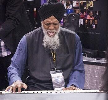 Dr. Lonnie Smith es un compositor, intérprete y artista de grabación sin precedentes.