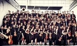 Edmon Colomer dirige a la Orquestra de la Comunitat Valenciana en el ADDA de Alicante.