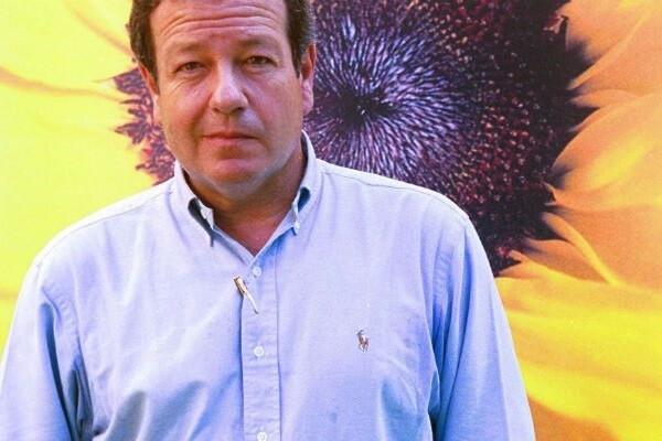 El escritor José María Mendiluce muere a los 64 años.