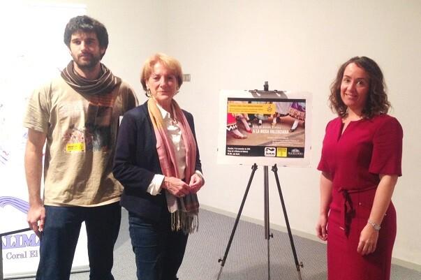El espectáculo del Grupo de Danzas Alimara presente 'A la moda valencia' a favor de Amnistía Internacional.