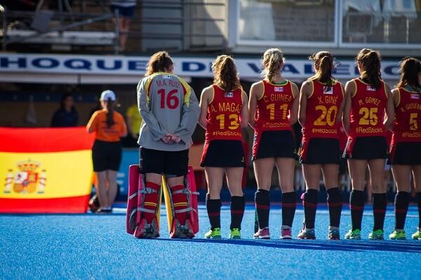 El sueño olímpico de las 'redsticks' en Valencia sigue vivo.