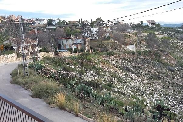 El taller de Empleo Verde del Ayuntamiento de Chiva comienza a trabajar en la Sierra Perenchiza.