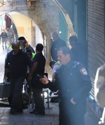 El terrorista huyó de la escena del ataque y está siendo intensamente buscado por la policía