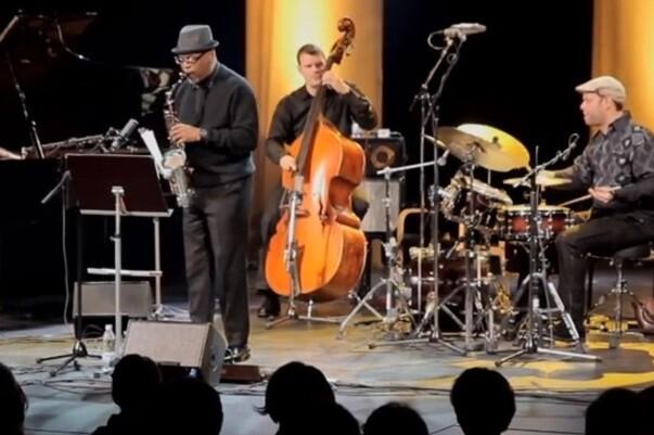 El trío suizo Vein se asocia con el saxofonista Greg Osby en el Jimmy Glass.