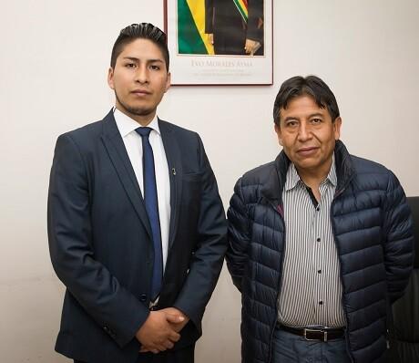 El vicecónsul de Bolivia junto al ministro de Relaciones Exteriores boliviano.