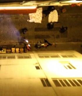 En el ataque perpetrado en la calle Charonne de la capital parisina hay 12 cuerpos tendidos en la calle.