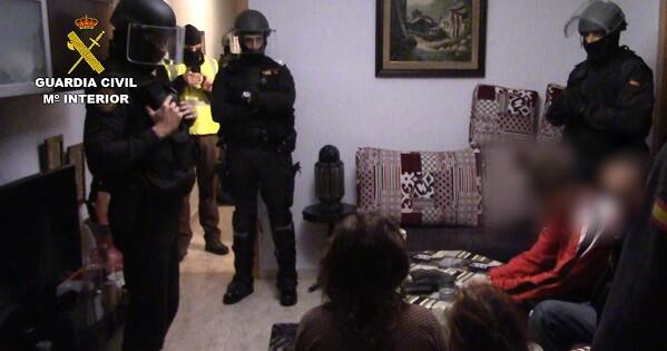 En las próximas horas, la Guardia Civil tomará declaración a otras cuatro personas por su presunta relación con los detenidos.