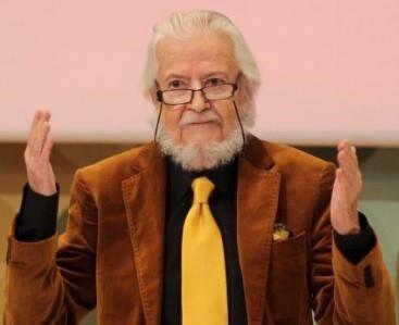 Fernando del Paso tras una conferencia en méxico.