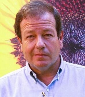 Fue uno de los primeros políticos españoles en reconocer públicamente su homosexualidad.