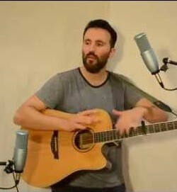 Gray durante la grabación de uno de sus temas.