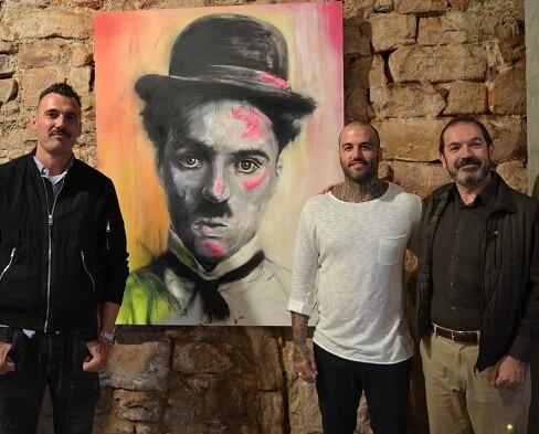 Gustavo Martínez, Maseda y Tono Sánchez junto a la obra.