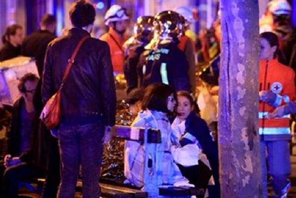 """Hollande afirma que """"Francia actuará con todos los medios contra el Estado Islámico""""."""