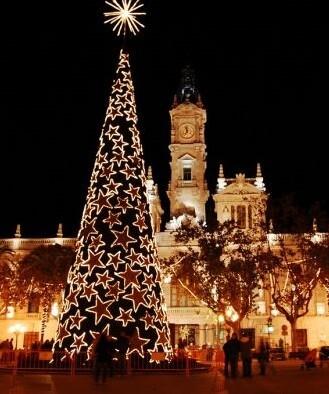 Iluminación navideña en la Plaza del Ayuntamiento.