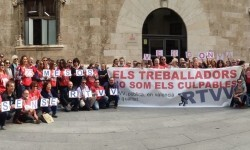 Imagen-trabajadores-RTVV-Palau-Generalitat_EDIIMA20151127_0061_18