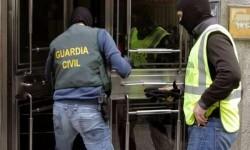 Intervención-de-la-Guardia-Civil-con-chalecos-antibalas.