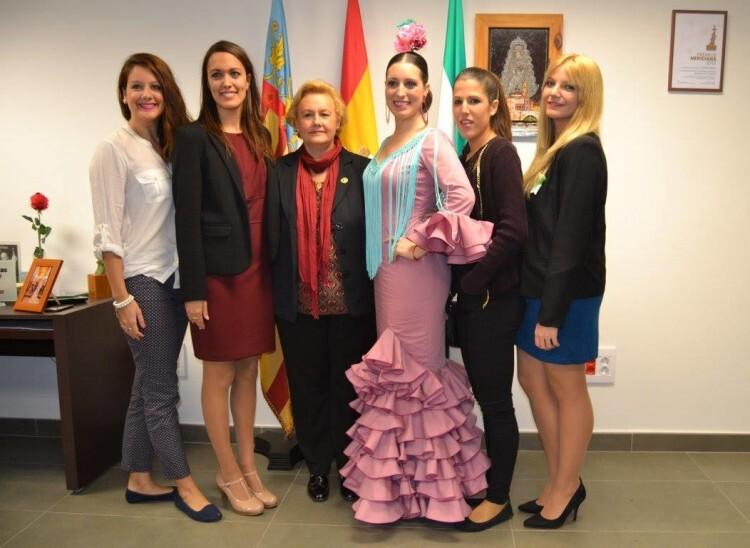 La Presidenta, Rreina y Corte de Honor de FECACV con Verónica Catalá, elegida Reina de FECACV 2016-2018